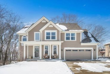 $314,900 / 2400ft2 – Just Listed (Smithville)