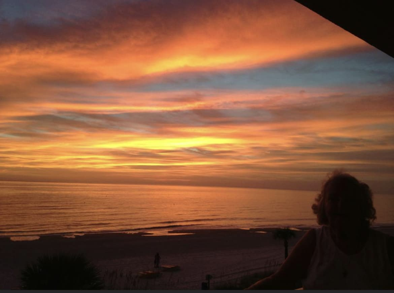 4 bed/2bath Beach Home for sale