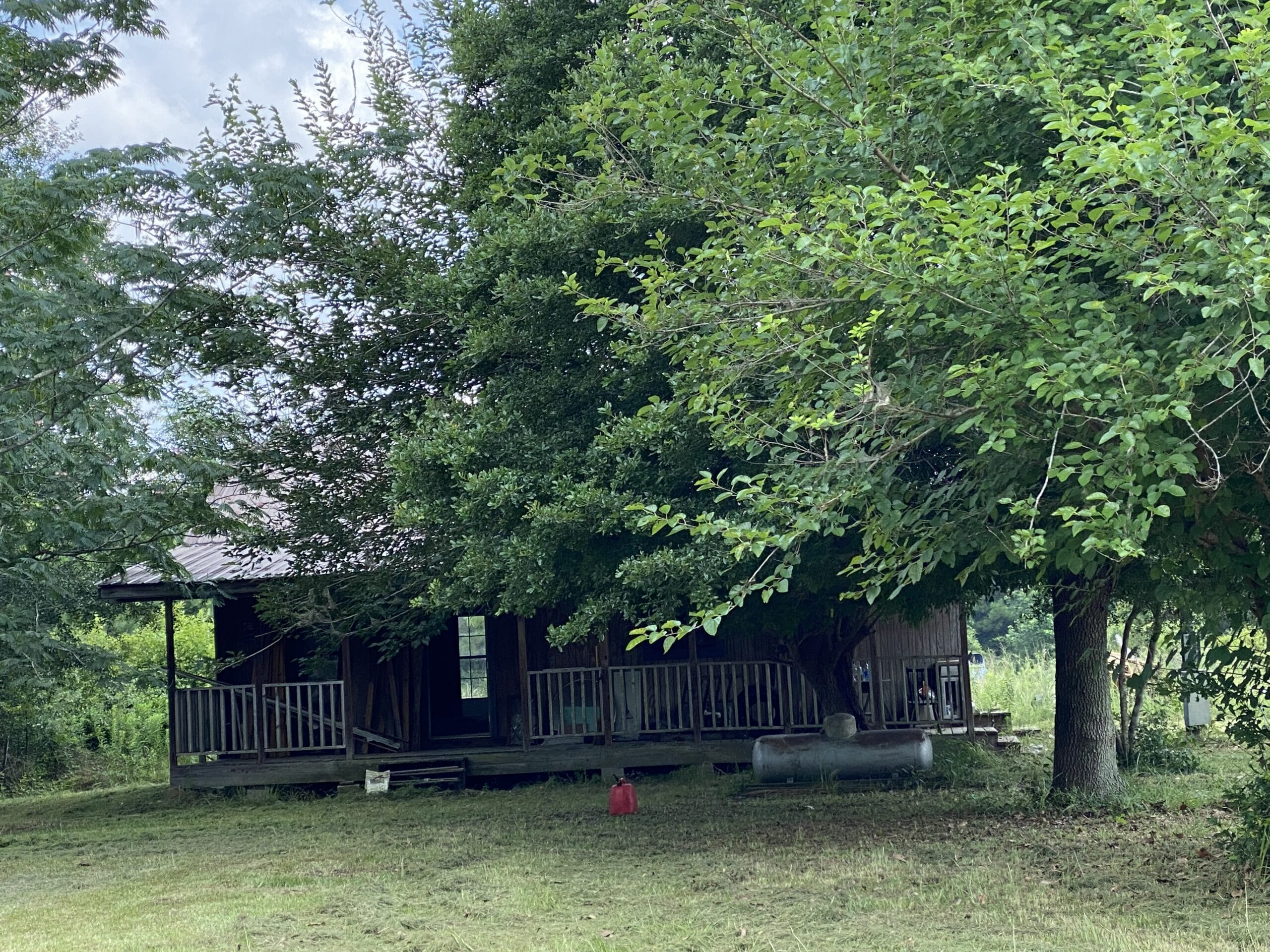 2 bedroom 1 bath house on almost 4 acres** PRICE IS NEGOTIABLE**.