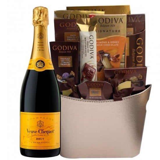 Get Champagne Gift Basket hassle Free Delivery