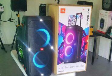 JBL Partybox 310. Brand new speaker. Bluetooth. 24 hour battery. Sound effects. Waterproof. Microphone inputs. NUEVA.